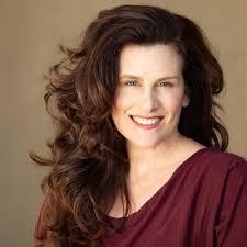 Portrait of author branding expert Jeniffer Thompson.